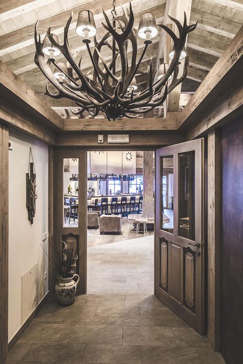 Sala d´arrivo rusticale hotel Alto Adige